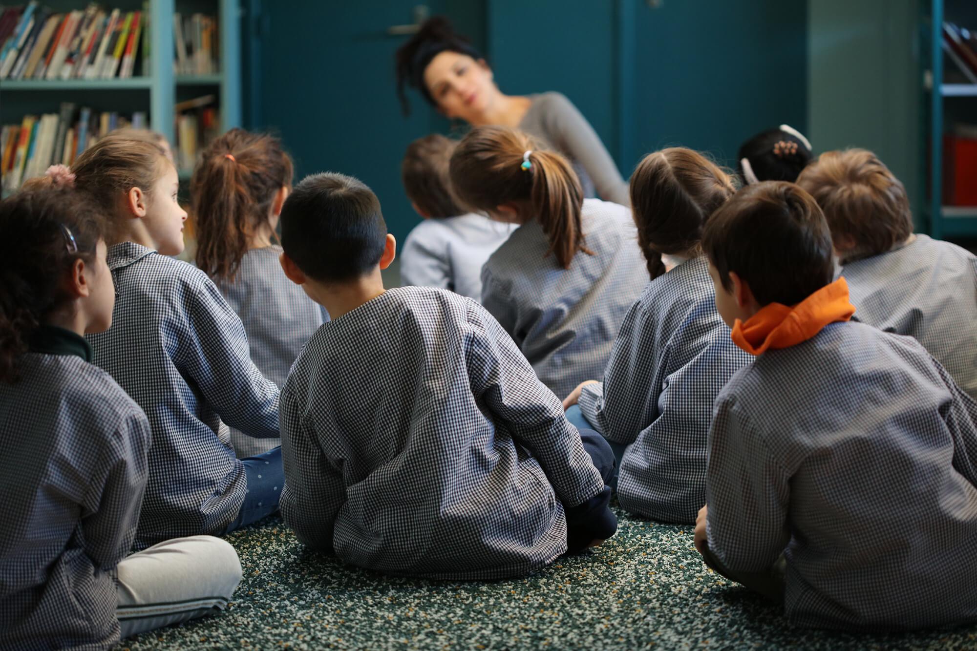 En quoi consiste l'enseignement dans une maternelle privée à Paris ?